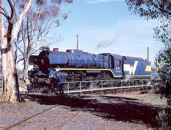 R711 is turned on Echuca turntable. July 2001.