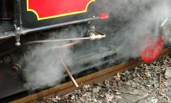 The admission of clinker control steam on Fox is much the same as on Badger. Here, during a stop steam can be seen escaping after the air pump had exhausted. During times when the blower valve is open or the engine is powering this steam is sucked up under the fire by the primary air flow. There is little significant leakage at this time. April 11 2004