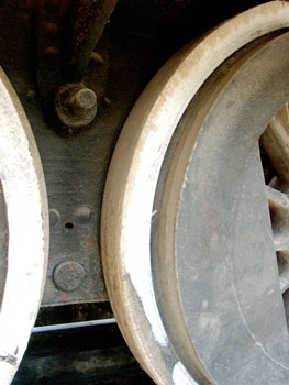 The third driven axle is flangeless. As can be seen here the tyres still have some life left in them. 14 October 2004