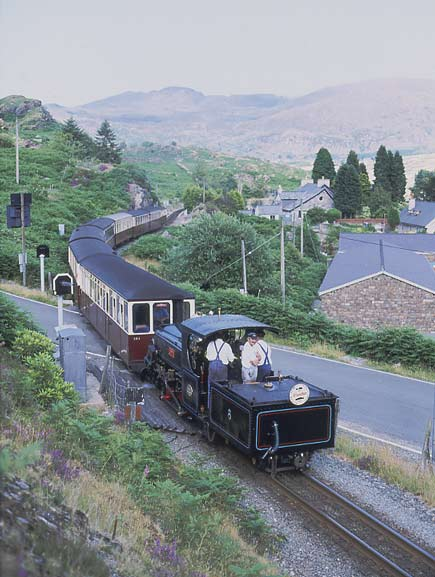 Working flat out to make up the hour delay Linda climbs away from Tanygrisiau with the 17:30 ex Blaenau Ffestiniog. Hearing the engine working this hard it was obvious the loco had a Lempor exhaust. Not surprisingly Linda sounds very similar to Puffing Billy 6A. July 13 2003