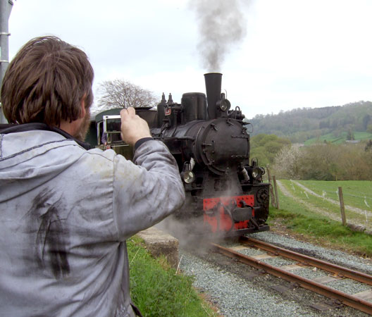 Nigel Day gets a photo of No.19 whilst it paused at Golfa siding. 05 May 2008