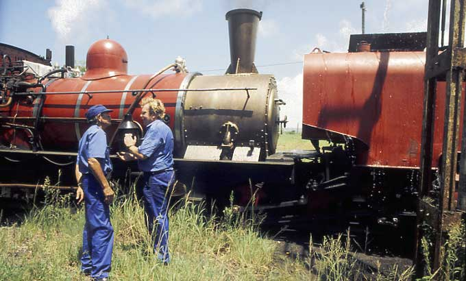 ACR Assistant CME Shaun McMahon (right) discusses the performance of 141 with ACR's senior driver George van Niekerk. On this very hot day (mid 30s °C) Shaun was the locomotive's fireman due to a shortage of operating staff. 1998. © Nigel A.H.Day