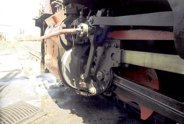 "This view looking to the end of the engine unit clearly shows the mechanical lubricator drive from the combination lever. Note that the bearing on the drive rod is a roller bearing. Why would it be otherwise in this days and age ? That said the bearings used were recycled from SAR 3'6"" GMA/M type Garratt locomotives built between 1953 and 1958. 1998. © Nigel A.H. Day"