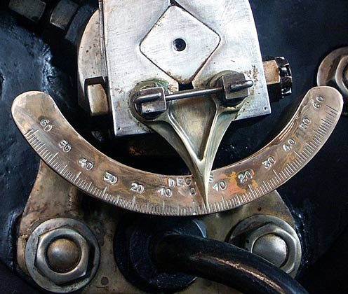 Connected to the end of the cam is this needle which very clearly shows the position of the valves. October 9 2003