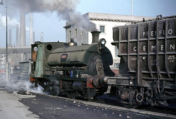 No.1689 of May 1925. 'Thor', the name this locomotive carried from new, is recorded as having been sold to Tunnel Portland Cement. when photographed it was operating for Alpha Cement. January 1964 © Geoff Plumb