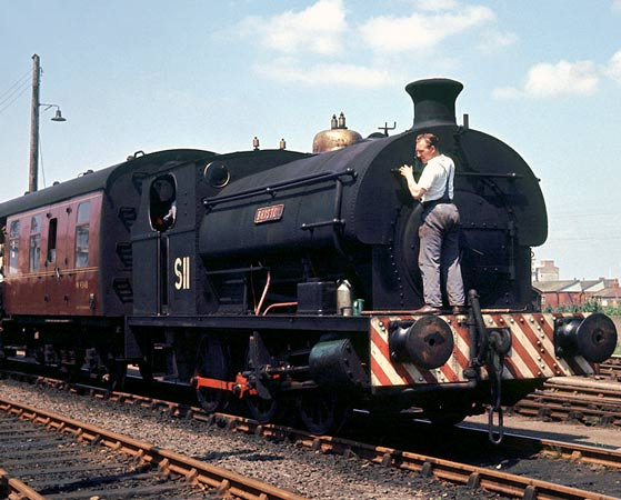 No.2036 of April 1943. This Port of Bristol Authority 0-6-0st was named 'Bristol' and numbered S11. It is seen at the head of the RCTS 'The Gloucestershire Railtour'. 21 July 1963. © Geoff Plumb http://geoff-plumb.fotopic.net
