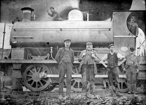 No.856 of 1900. This period photo of 856 was probably taken at Lilleshall Co. Ltd near Telford, Shropshire. The loco was ex-works on 22 October 1900 and worked until being scrapped in 1932. Thanks to Geoff Pethick for the information on this loco. Photo courtesy of Phil Hand.